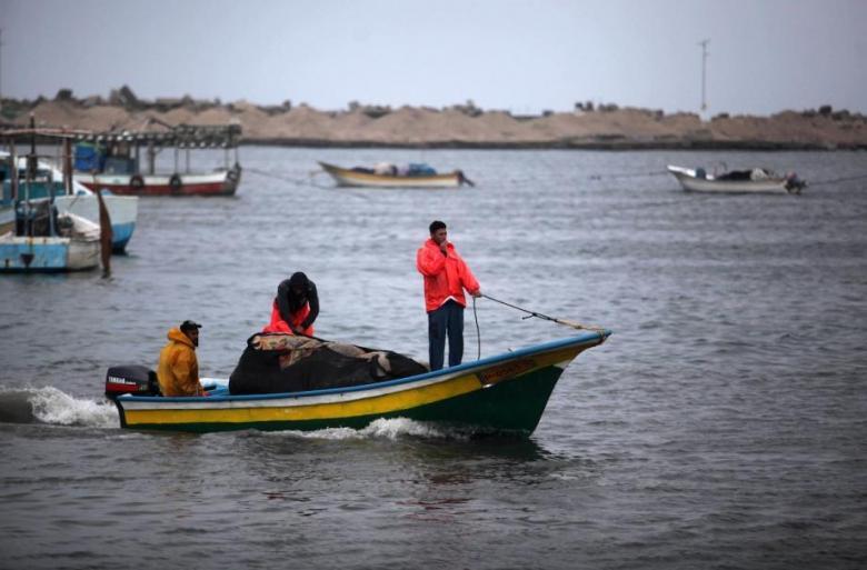 الاحتلال يقرر وقف إدخال الأسمنت لغزة وإلغاء توسعة مساحة الصيد