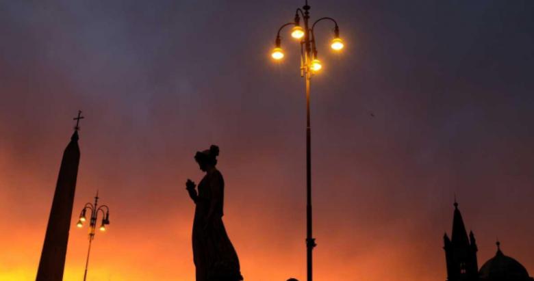 """مصابيح إضاءة الشوارع """"خطر"""" على السيدات"""