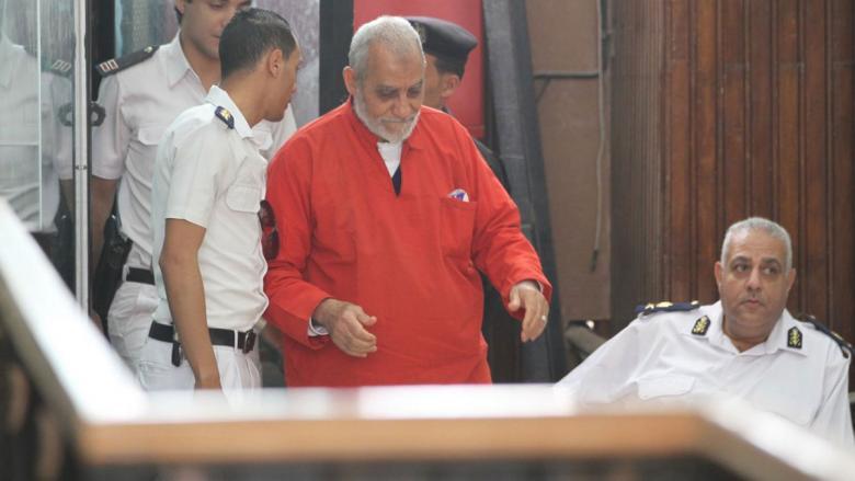 """مصر.. المؤبد لمرشد الإخوان ونائبه في """"أحداث مكتب الإرشاد"""""""