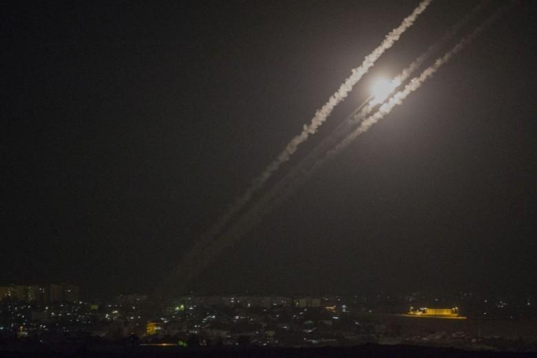 """""""هآرتس"""": قصف تل أبيب تصعيدٌ خطير لن يقود لمواجهة شاملة"""