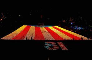 الانفصاليون بإقليم كتالونيا يضيئون 82 ألف شمعة على شكل علم الاستقلال