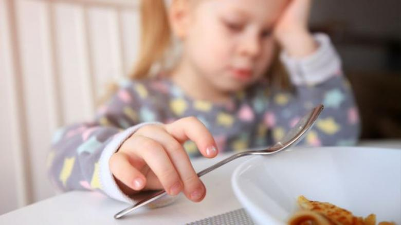 """الأكل بدافع انفعالي """"سلوك يتعلمه الأطفال"""""""
