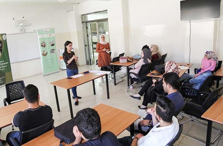 """جامعة فلسطينية تفصل عددا من طلبتها بسبب تعليقات """"فيسبوك"""""""