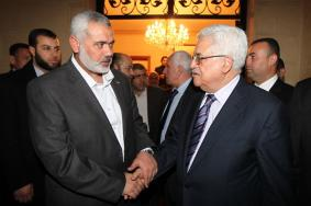 حماس تكشف تفاصيل المكالمة بين هنية وعباس