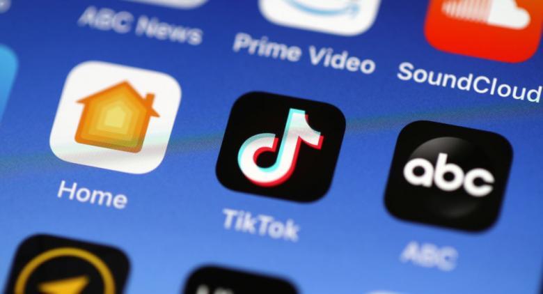 """تطبيق """"تيك توك"""" يطرح أول هواتفه الذكية"""