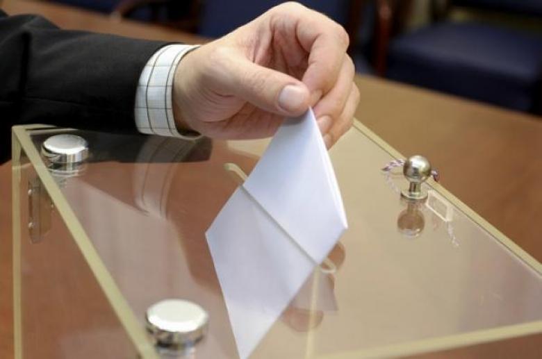 الإيرانيون يدلون بأصواتهم في انتخابات الرئاسة