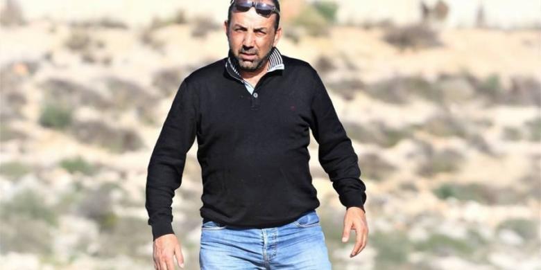 مستوطنون يعتدون على الصحفي زاهر أبو حسين