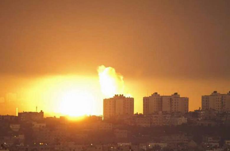 إصابة سيدة وزوجها بقصف الاحتلال لمنزلهم جنوب قطاع غزة