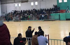 تجمع المسافرين الفلسطينيين استعداداً لسفرهم عبر معبر رفح