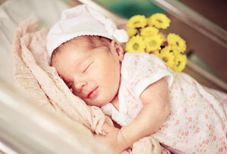 ماذا يعني وجود ثقب في القلب لدى طفل حديث الولادة؟