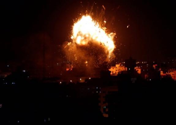 طيران الاحتلال يستهدف مواقع للمقاومة بخانيونس
