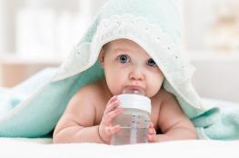 متى يشرب رضيعك الماء؟