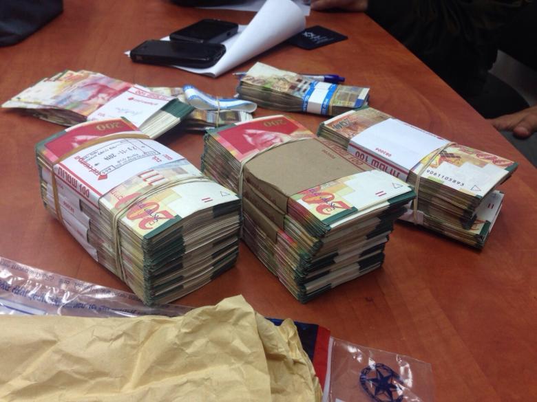 الاحتلال يصادر أموال وبضائع بـ 5 ملايين شيكل بالقدس