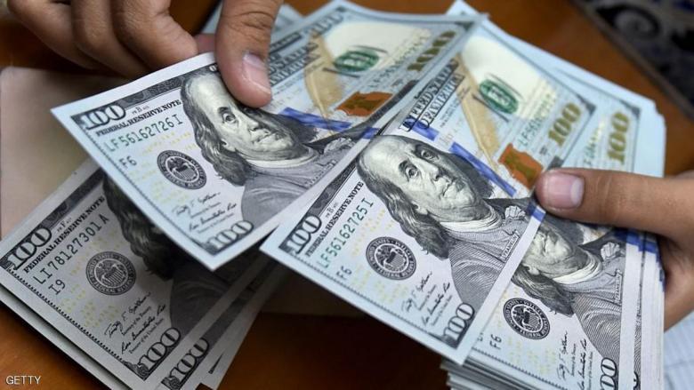 الدولار قرب أعلى مستوى في أسبوعين