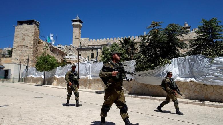 مستوطنون يقتحمون المسجد الإبراهيمي في الخليل