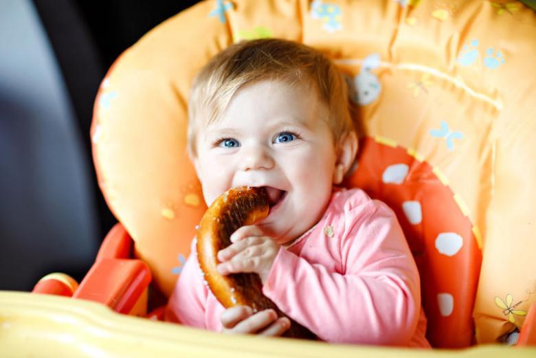تجنبي هذه الأطعمة في السنة الأولى من عمر طفلك
