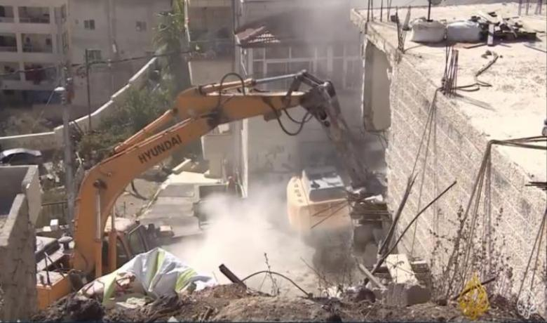 الاحتلال يشرع بهدم بناية سكنية وأساسات أخرى في القدس