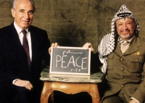 """عباس: بيريز كان شريكًا في صنع سلام """"الشجعان"""""""