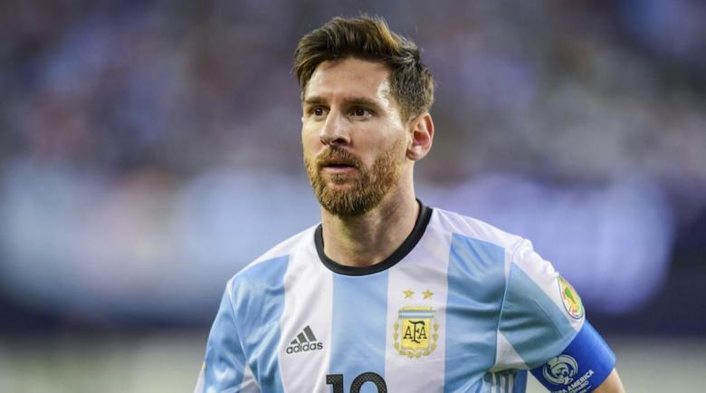 ميسي يحسم موقفه النهائي من الاستمرار مع الأرجنتين