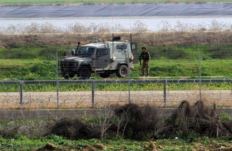 الاحتلال يزعم تعرض قواته لإلقاء حجارة شرق قطاع غزة