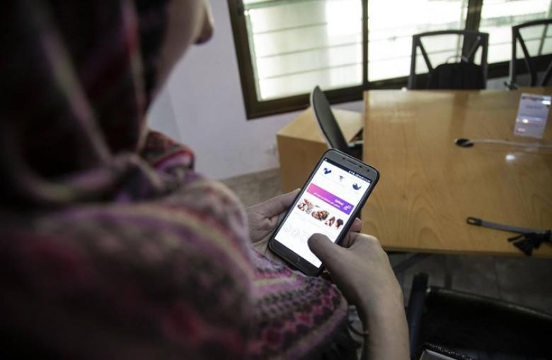 امرأة من غزة تقوم بتطوير تطبيق عربي لمساعدة الأمهات