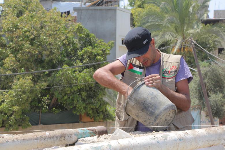 """""""روّاد"""" تستأنف ترميم بيت أسرة مستورة بغزة"""