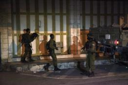 """الاحتلال يغلق محلا تجاريا في """"بيت جالا"""""""