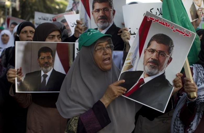 دعوات لجعل وفاة مرسي شرارة لثورة جديدة ضد العسكر