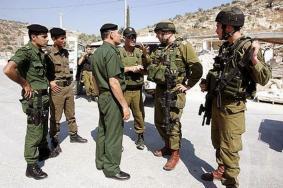 """الاحتلال يصادر سلاح للسلطة في """"بني نعيم"""""""