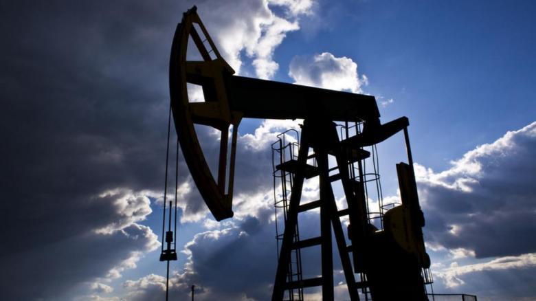 النفط يرتفع بفعل تهديد بخفض الإمدادات