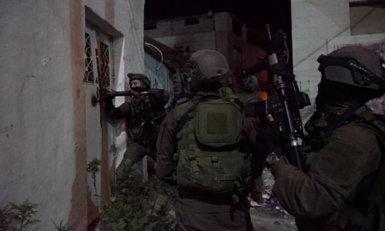 الاحتلال يعتقل موظفين من الأوقاف في القدس