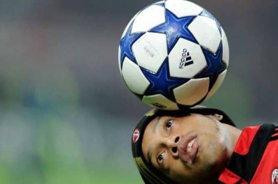 رسميا.. اعتزال اللاعب البرازيلي رونالدينيو