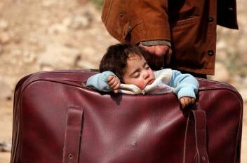 حقائب الأمل تهجر الغوطة حبلى بأطفالها!