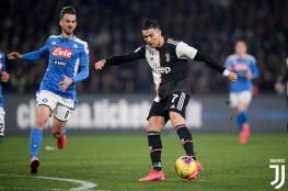 نابولي يتغلب على يوفنتوس بثنائية ويشعل الصراع على لقب الدوري الايطالي
