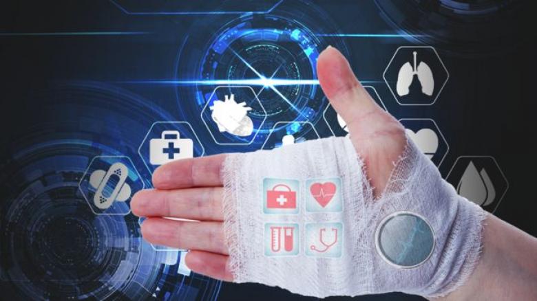 جامعة سوانزي البريطانية تختبر ضمادة ذكية تحدد أنسب علاج للجروح