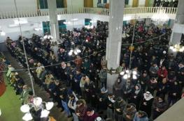 الآلاف في الضفة يؤمون المساجد فجرا دعما للأقصى والإبراهيمي