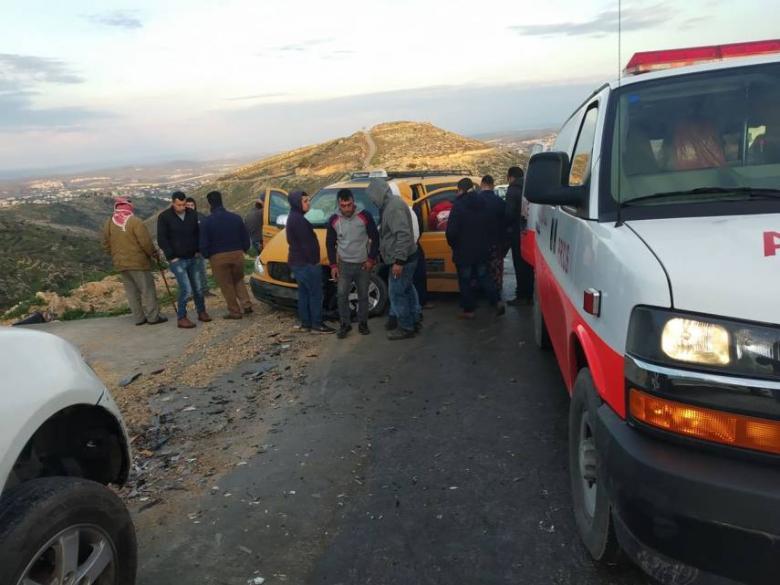 5 إصابات بحادث سير غرب الخليل
