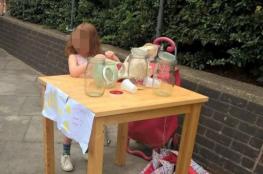 عروض عمل تنهال على طفلة بريطانية غُرمت لبيعها العصير