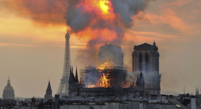 الشرطة الفرنسية ترجح سبب حريق كاتدرائية نوتردام