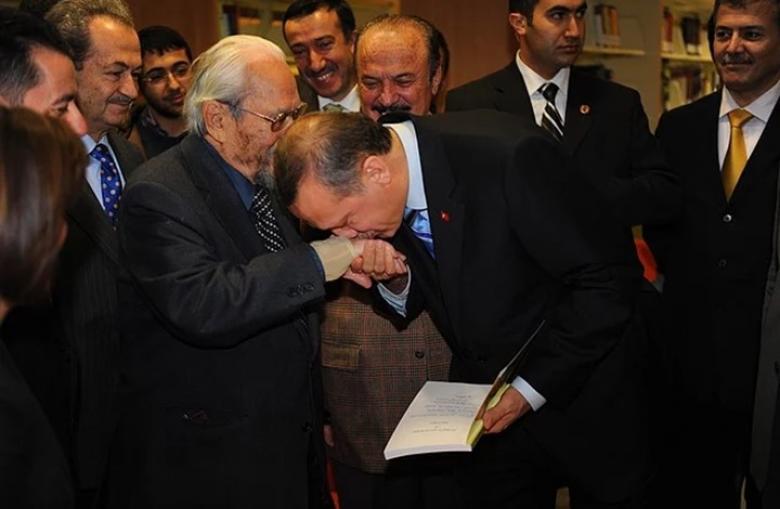 """""""أردوغان يقبّل يد زعيم ماسوني"""".. ما حقيقة هذه الصورة؟"""