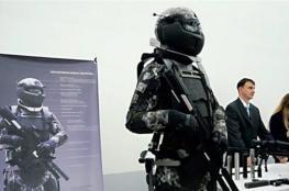 جندي ببدلة الرجل الحديدي يبهر وزير الدفاع البريطاني