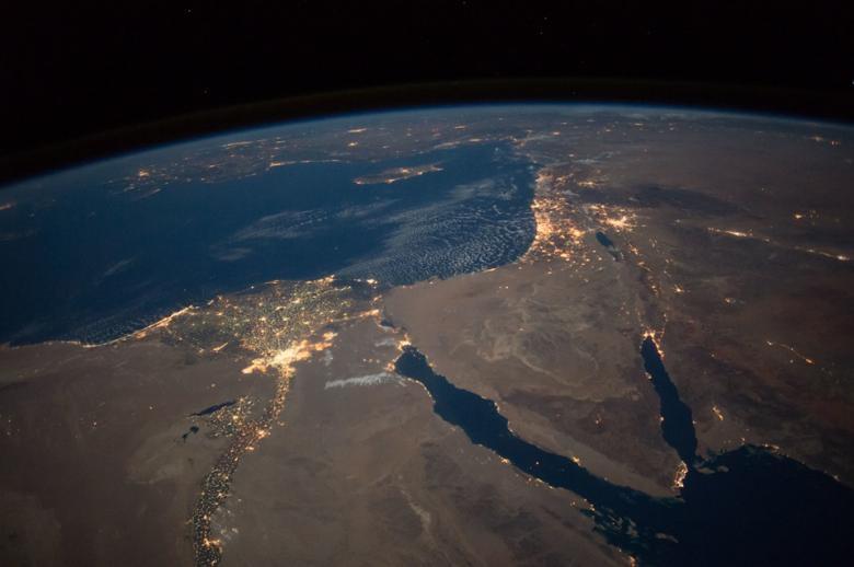 """ناسا تنشر صورة نادرة """"للنيل المضيء"""" في مصر"""
