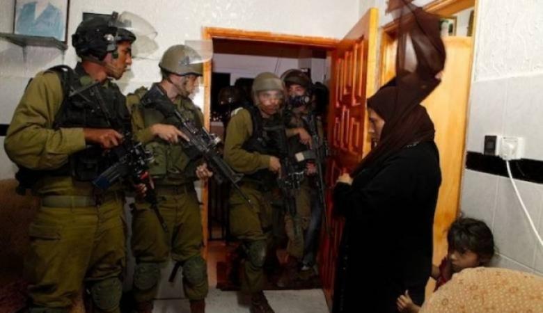 حملة اعتقالات ومداهمات في مناطق الضفة المحتلة