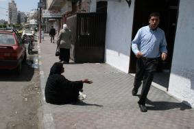 الجهات المختصة تضبط عددًا من المتسولين بشوارع غزة