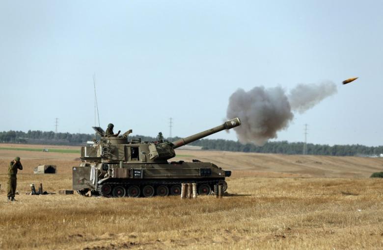 الاحتلال يستهدف موقعين للمقاومة في قطاع غزة