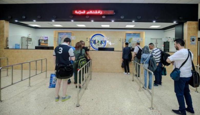 الاحتلال يمنع سفر 9 مواطنين من معبر الكرامة