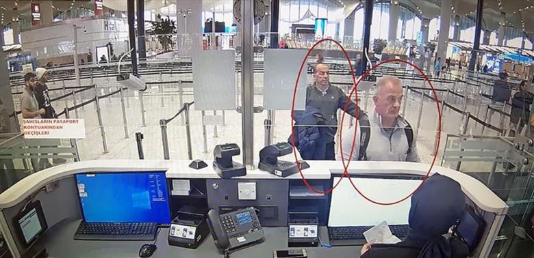 """مشاهد جديدة لهروب كارلوس غصن.. هكذا مرّ مرافقَاه في مطار """"أتاتورك"""""""