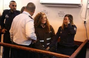 الأسيرة التميمي ووالدتها في جلسة المحاكمة اليوم
