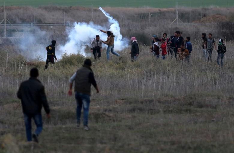 نجاة مجموعة من الشبان قرب السياج شرق غزة