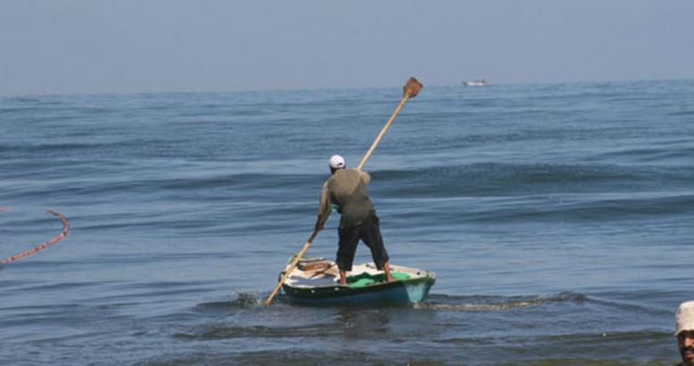 إصابة خطيرة لصياد برصاص الجيش المصري في بحر رفح